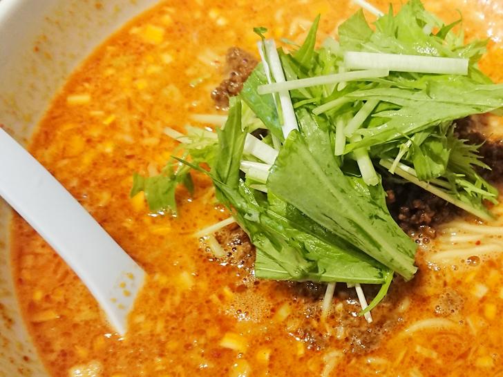 天神ササラの金胡麻担担麺のスープと水菜